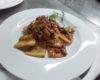 Paccheri al sugo rosso di salsiccia e funghi porcini freschi